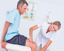 Что делать, если болят колени — к какому врачу обратиться