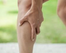 Что делать, если сводит судорогой ноги