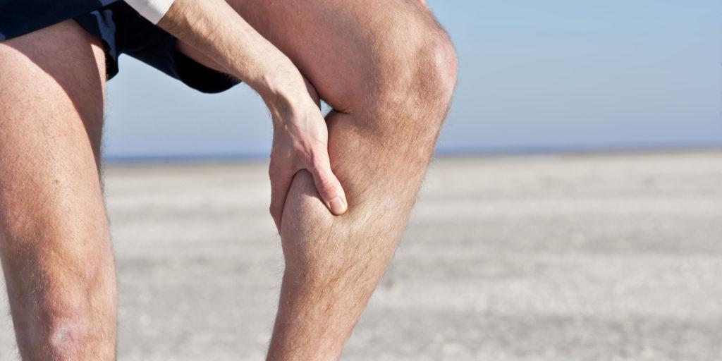 Боль и судороги в ногах — комплексная проблема, вызывать которую могут различные изменения в организме