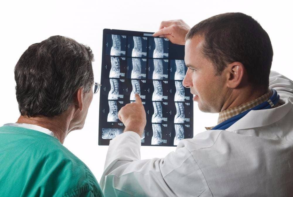 Вертебролог должен изучить результаты обследования, чтобы назначить адекватное лечение