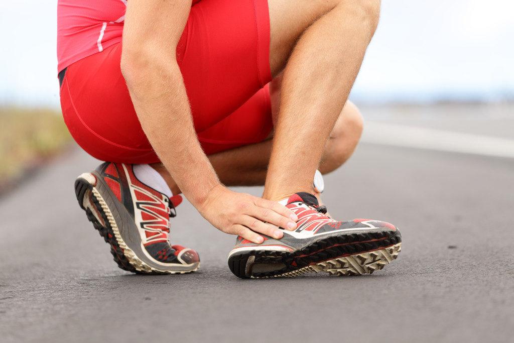 Если при нагрузках усиливается отек стопы, стоит заподозрить наличие заболевания
