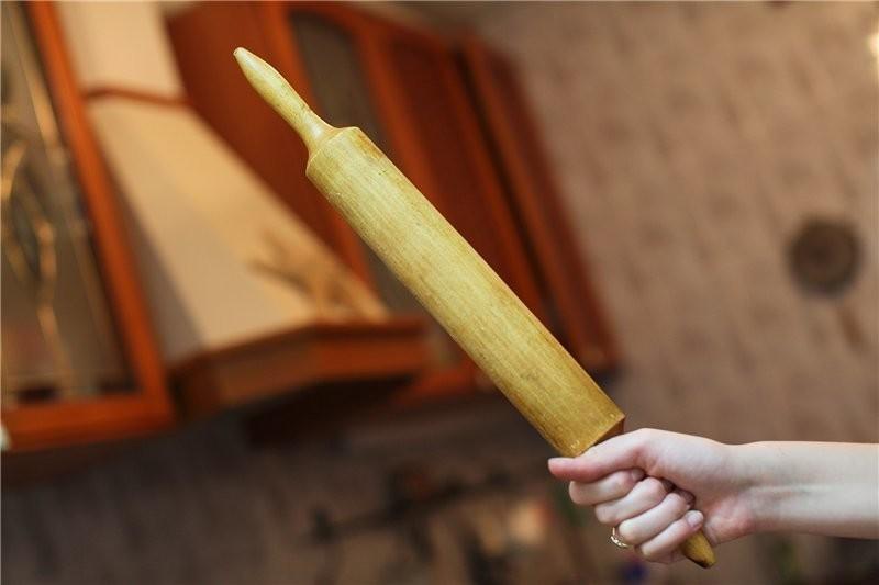 Используйте скалку для перекатывания стопой