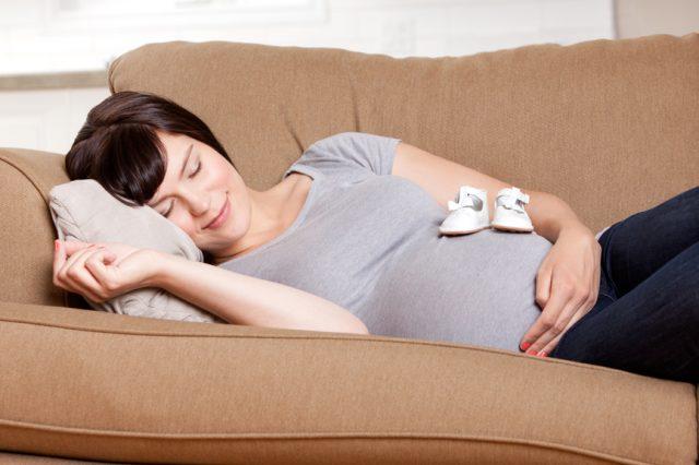 Правильная поза для сна во время беременности очень важна