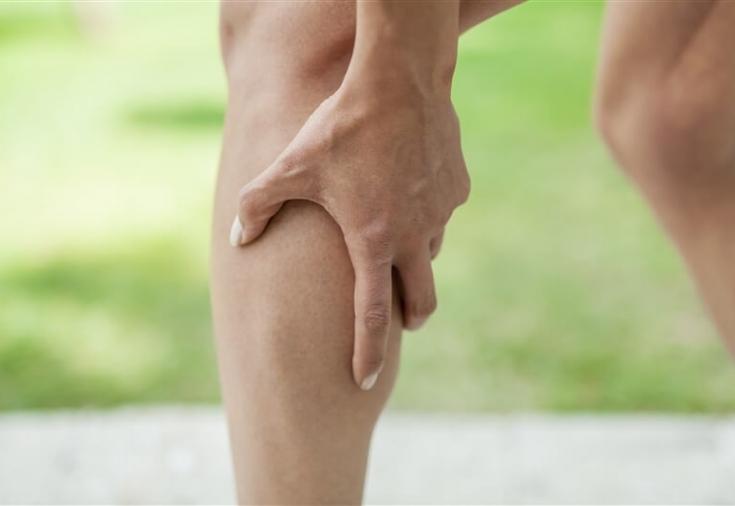 Судороги в ногах случаются внезапно и затрагивают ноги, икры и мышцы бедра