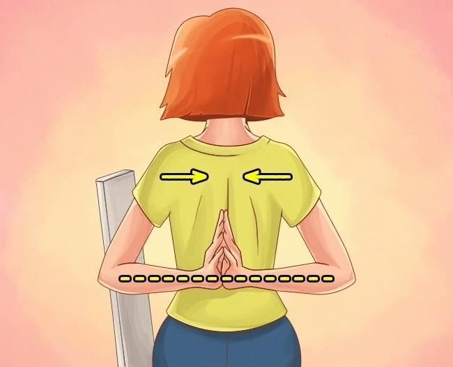 Упражнение 3. Заведите руки за спину и соедините ладони так, как показано на рисунке