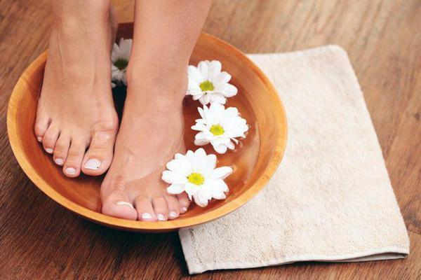 Можно делать специальные ванны для ног