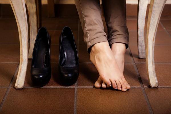 При получении каких-либо травм стоит временно отказаться от неудобной, тесной обуви