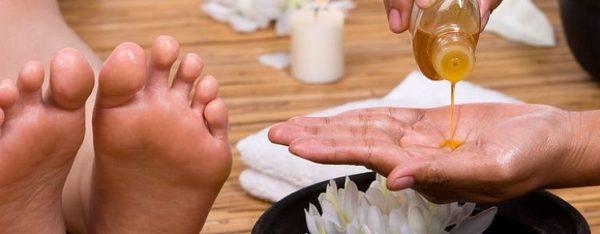 Можно делать массаж с оливковым маслом и жирным кремом