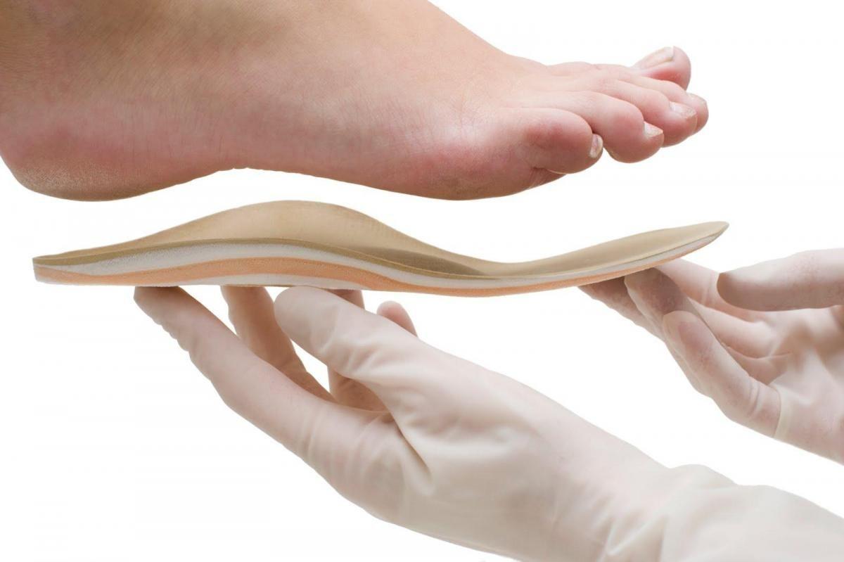 Ортопедические стельки, сделанные по индивидуальному заказу, способствуют восстановлению нормальной биомеханики опорно-двигательной системы