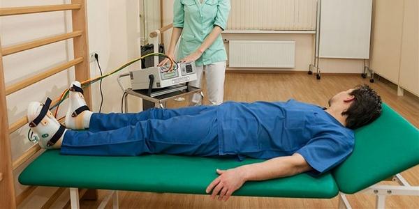 Для улучшения состояния назначается физиотерапия
