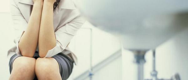 Если появились проблемы с мочеиспусканием и дефекацией, нужно обратиться к врачу