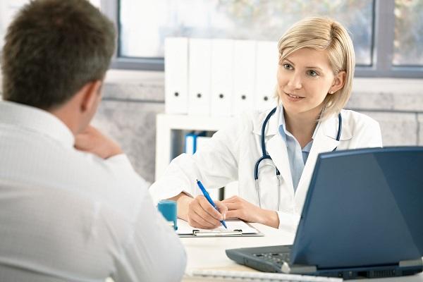 Если такой симптом долго не отступает, нужно обратиться к врачу