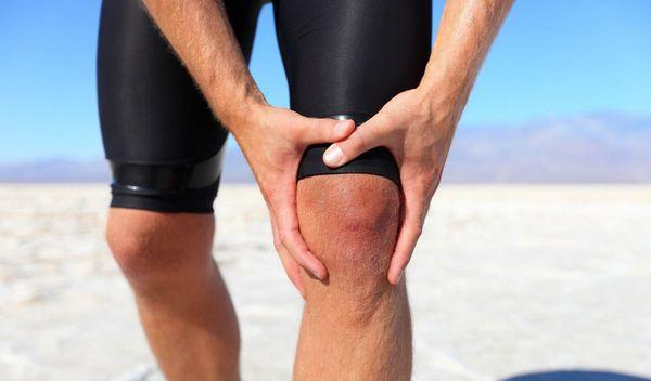 Боль под коленом может возникнуть при активном занятии спортом