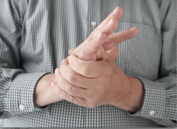 С параличом верхних конечностей больной может столкнуться при переломах в шейном отделе