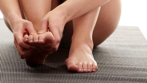 Постукивание по пальцу позволяет определить, есть ли перелом