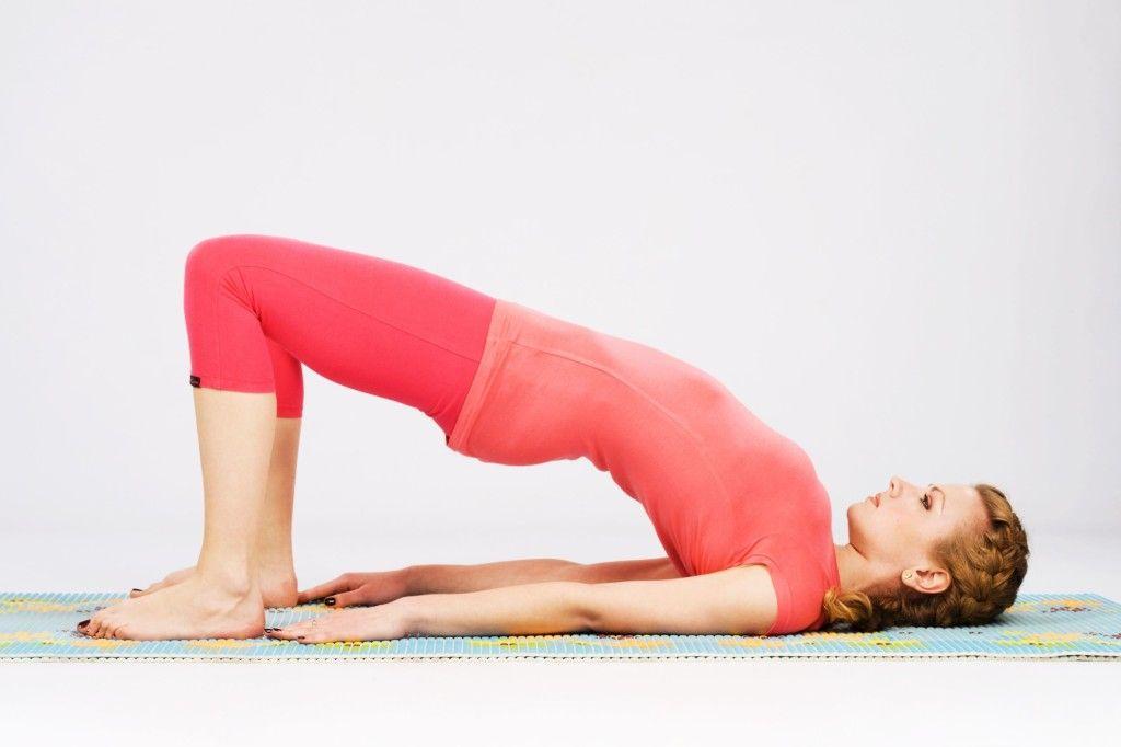 Йога очень эффективно помогает восстановить межпозвоночные диски, растягивая позвоночник