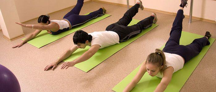 Лечебная физкультура помогает восстановить функции мышц и позвоночника, улучшить кровообращение