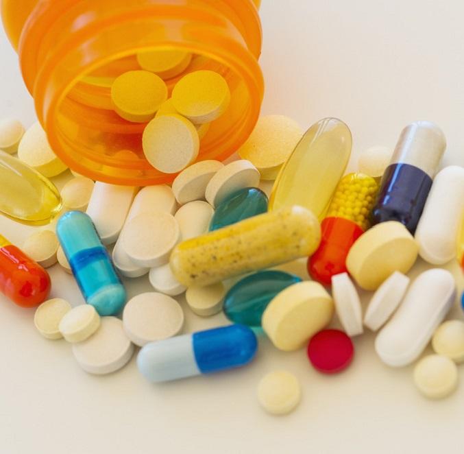 При заболевании специалист назначает обезболивающие, противовоспалительные, восстанавливающие препараты